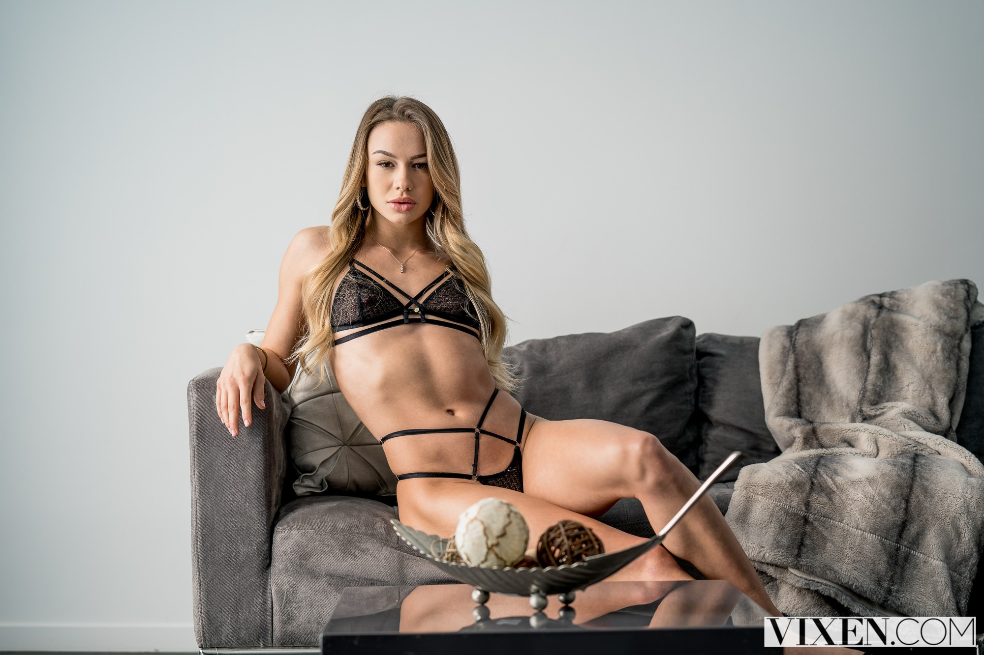 [Vixen] Naomi Swann – A Good Houseguest